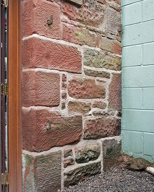 hot-mixed lime mortar repointed of sandstone wall