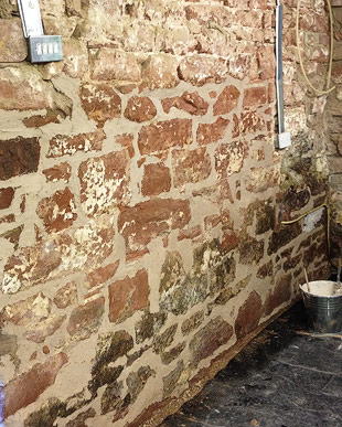 Dubbing out an old sandstone wall with lime mortar