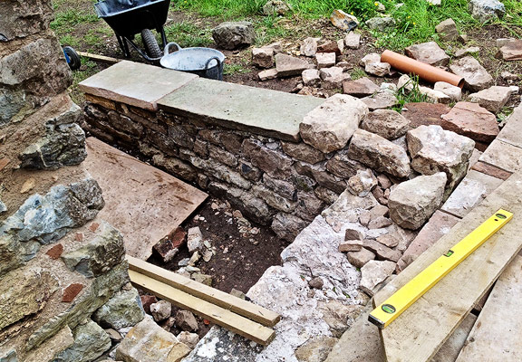 solid wall construction with limestone rubble and hot-mixed lime mortar